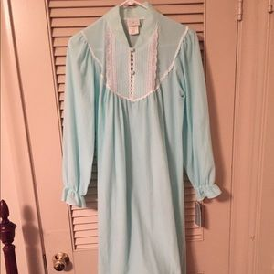 Other - NWT Nightgown Females Small